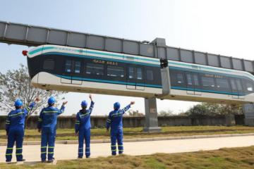 【前沿】国内首条无人驾驶空轨在武汉试验成功